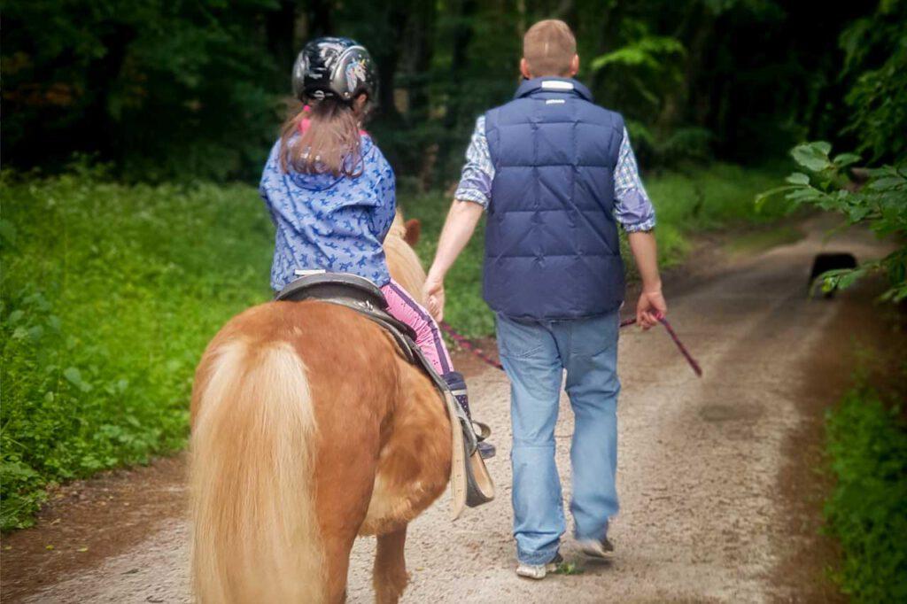 Kinderreiten | Kinderausflüge mit Pferden |Akazienhof Schmitten